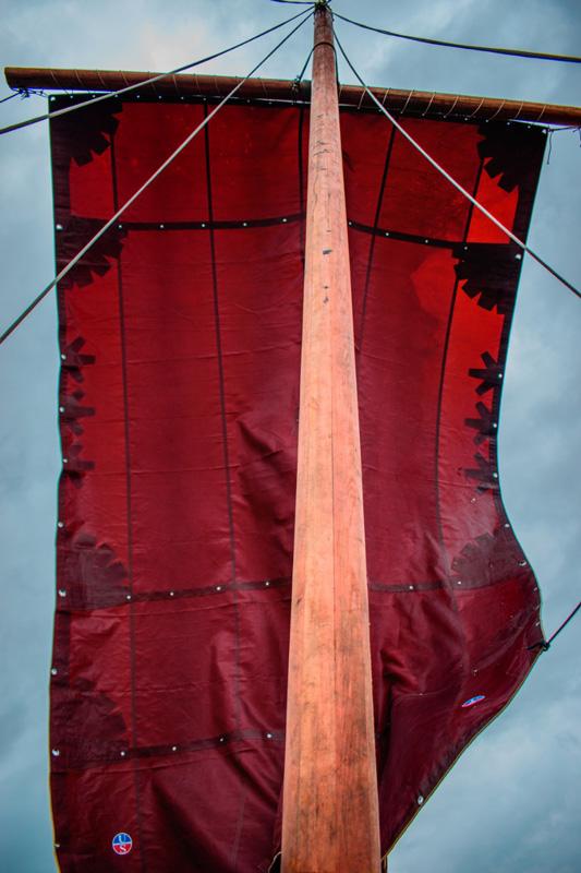 viking-sailing